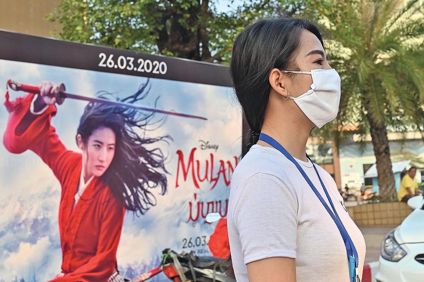 迪士尼真人版電影《花木蘭》(Mulan)9月4日在台灣上映,因影片女主角劉亦菲曾高調撐港警,故引發支持香港民主運動的台灣網民抵制該片。