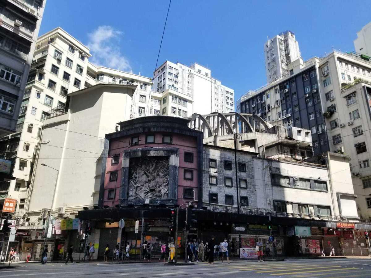 香港最大強拍項目北角皇都戲院於8日拍賣,由新世界發展以底價47.76億元投得。(李曉彤/大紀元)
