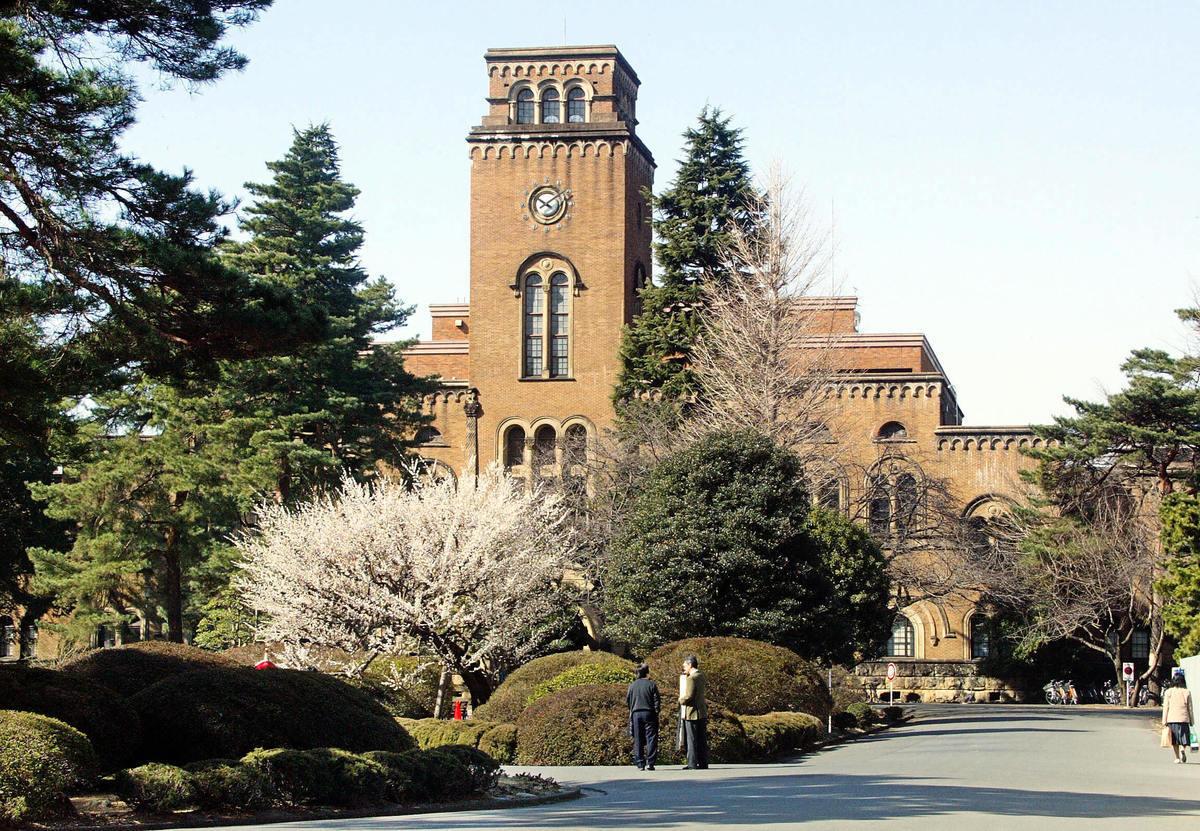 為防範中共竊密,日本與英國政府正嚴審對中國留學生及研究人員的簽證,圖為日本一橋大學。 (YOSHIKAZU TSUNO/AFP via Getty Images)