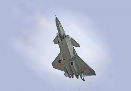 圖為編號2012的J-20原型機。(維基百科)
