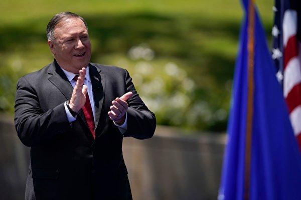 美國國務卿蓬佩奧7月23日在加利福尼亞州的尼克遜總統圖書館前發表檄共宣言。呼籲世界各國認清中共的威脅。並呼籲中國人民站起來一起開啟自由。(ASHLEY LANDIS/POOL/AFP via Getty Images)