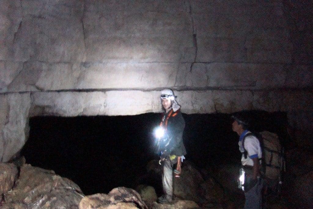 在南美有一個全世界最長的神秘隧道——「厄瓜多爾地下隧道」。1972年各國組成的專業調查團隊去現場考察時,「登月第一人」阿姆斯壯也參與了此次行動。(MezzoforteF, Wikimedia Commons)