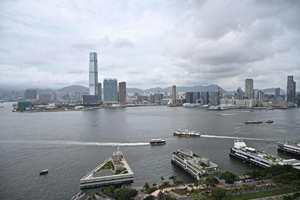 傳聞香港美國商會以1.43億元低價出售美銀中心單位。圖為香港維多利亞港。(ANTHONY WALLACE/AFP via Getty Images)