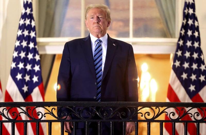 圖為10月5日傍晚,特朗普出院返回白宮。(Win McNamee/Getty Images)