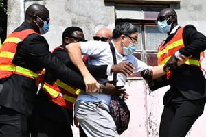 雙十節港人紅樓慶祝爆衝突 麥業成:港府欲以「國安法」令市民噤聲