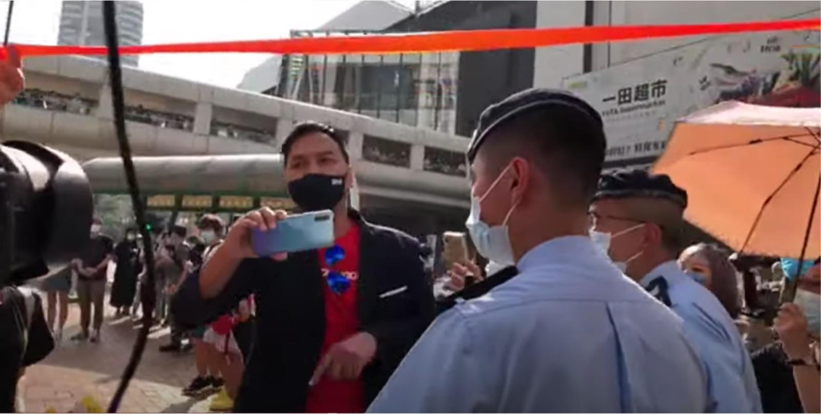 「大波Man」被現場民眾驅趕。(直播影片截圖)