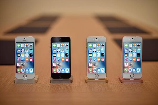 人們對蘋果下一代iPhone充滿興奮和期待,包括對新版iPhone的定價也十分關注。iPhone資料圖。(JOSH EDELSON/AFP/Getty Images)