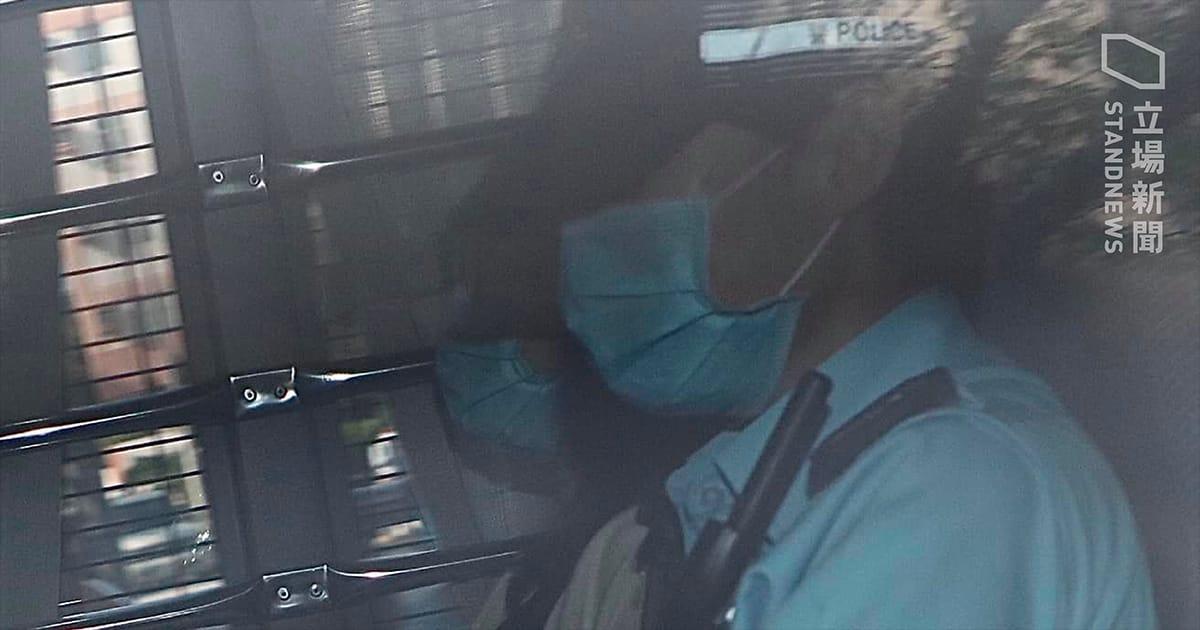 曾任立法會議員助理的本民前成員鍾雪瑩,因涉協助12港人逃走被捕,最終竟遭警方以近10個月前的案件被控,今早由警車押送至粉嶺裁判法院提堂。(立場新聞)