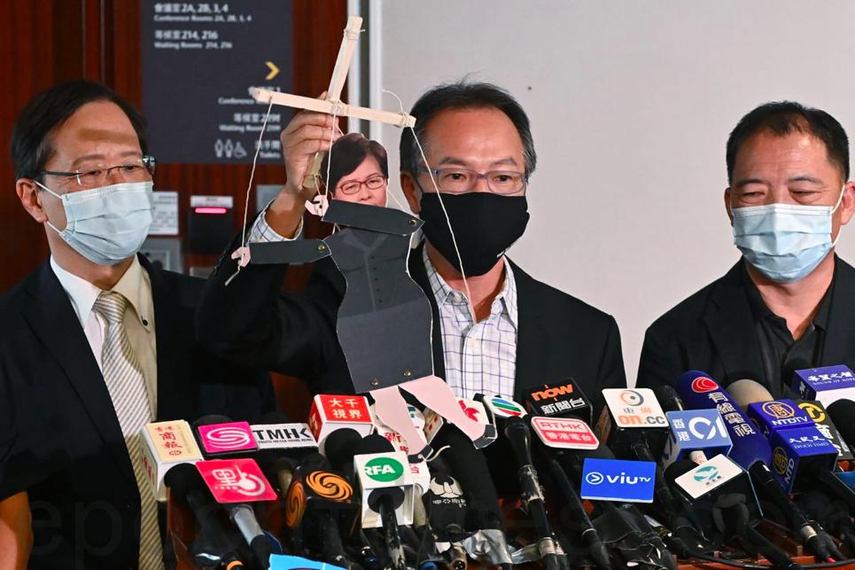 工黨立法會議員張超雄表示,林鄭如「扯線公仔」受人舞弄。(宋碧龍/大紀元)