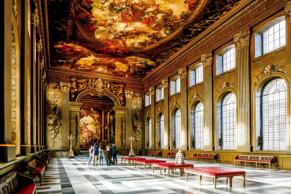 位於倫敦格林威治舊王家海軍學院(Old Royal Naval College)內的彩繪畫廳(Painted Hall),由詹姆斯桑希爾爵士(Sir James Thornhill)繪製的壁畫上有百位人物, 紀念英國王室及其海軍和商人的偉大。(Old Royal Naval College)