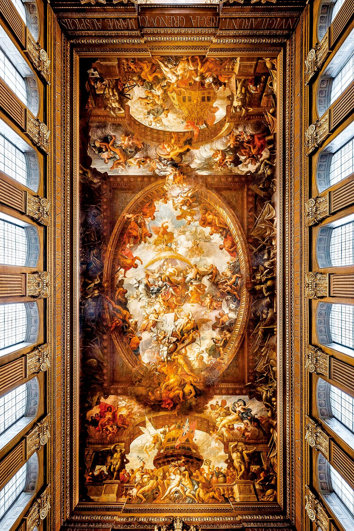 彩繪畫廳下廳的大壁畫《和平自由對抗暴政的勝利》(The Triumph of Peace and Liberty Over Tyranny),描繪了王家海員醫院的創始者威廉三世(1650~1702年)和瑪麗二世(1662~1694年)。在大壁畫的兩側為英國強盛海軍的景象。(Old Royal Naval College 提供)