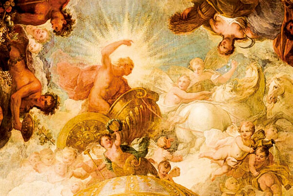 在壁畫《和平自由對抗暴政的勝利》中,希臘神阿波羅站在祂的馬車上,追逐著代表晨露的小天使,同時將光明帶到世界。(Old Royal Naval College提供)