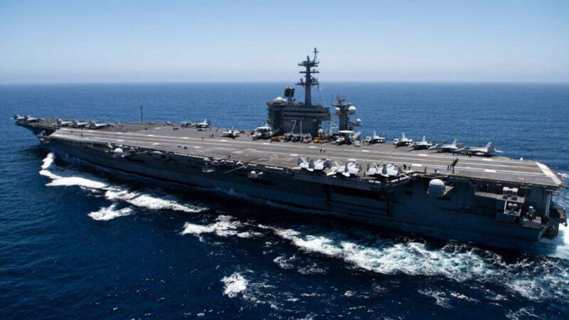 美國海軍「列根號」航母10月7日首次於南中國海模擬「大規模傷亡演習」。捍衛海洋權及自由,美軍「麥凱恩號」導彈驅逐艦於西沙群島航行。示意圖(U.S. Navy via Getty Images)