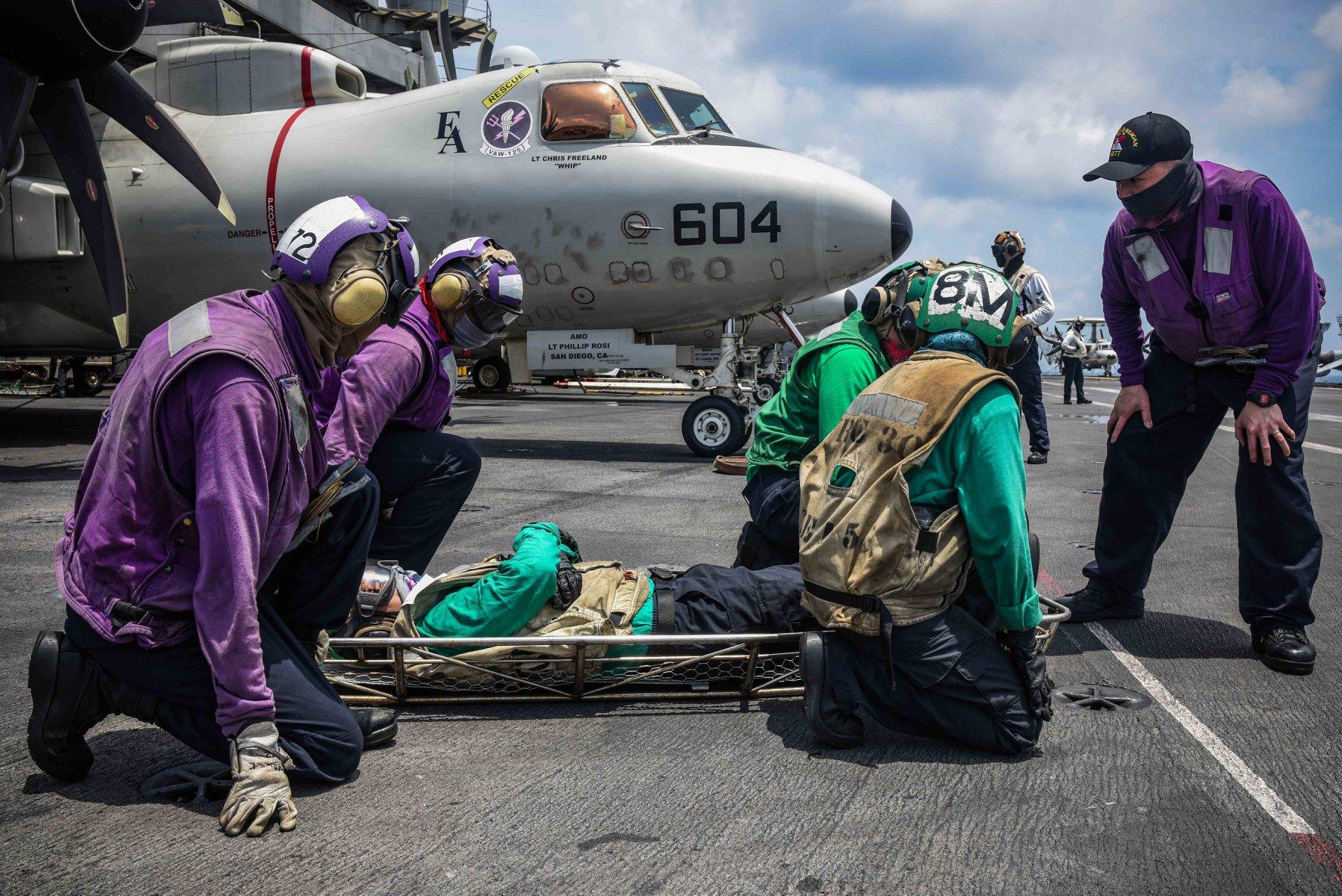 美國海軍「列根號」航母10月7日首次於南中國海模擬「大規模傷亡演習」。(圖源自美國太平洋艦隊Facebook)