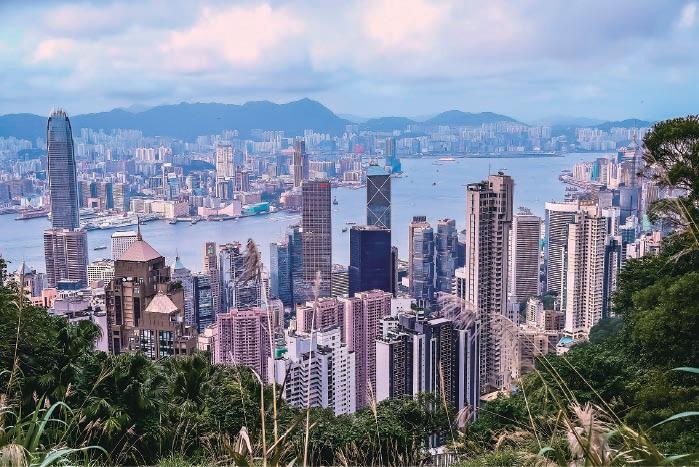 有學者認為,中國大陸的城市不具備香港此前的制度與香港的人才,無法替代香港。(大紀元資料圖片)