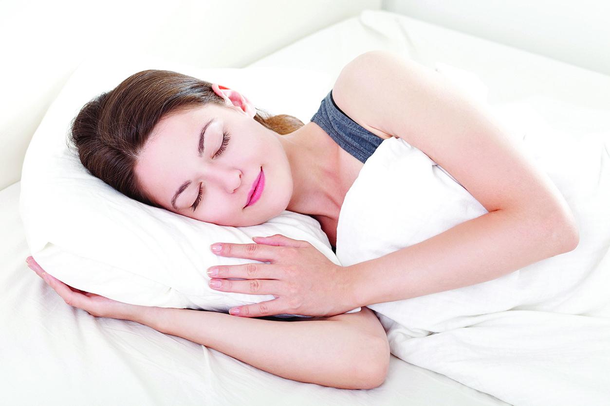 維持充足睡眠,才能減緩眼周老化。