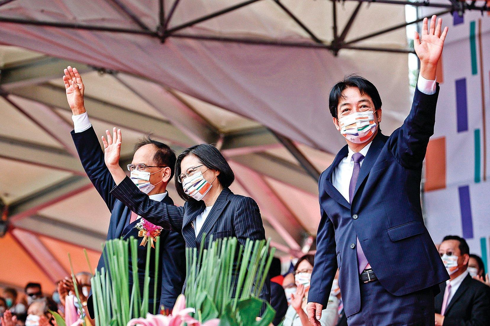 中華民國中樞暨各界慶祝109年國慶大會。總統蔡英文(中)發表講話,讓中共惱怒。(中華民國總統府提供)