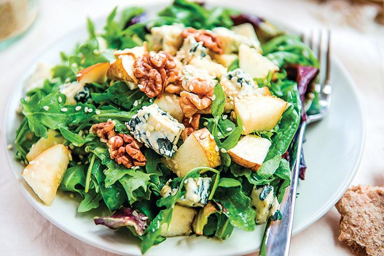 在沙律中添加堅果,讓餐點更加營養。