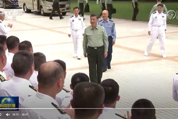 10月13日,中共總書記習近平視察中共海軍陸戰隊。(影片截圖)