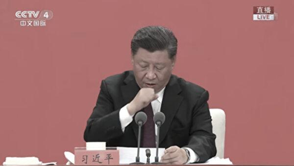 習近平在深圳經濟特區建立40周年大會發言中,頻頻咳嗽,停頓喝水。(影片截圖)
