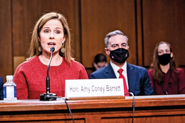 10月13日,大法官提名人巴雷特回答參議員提問。(Getty Images)