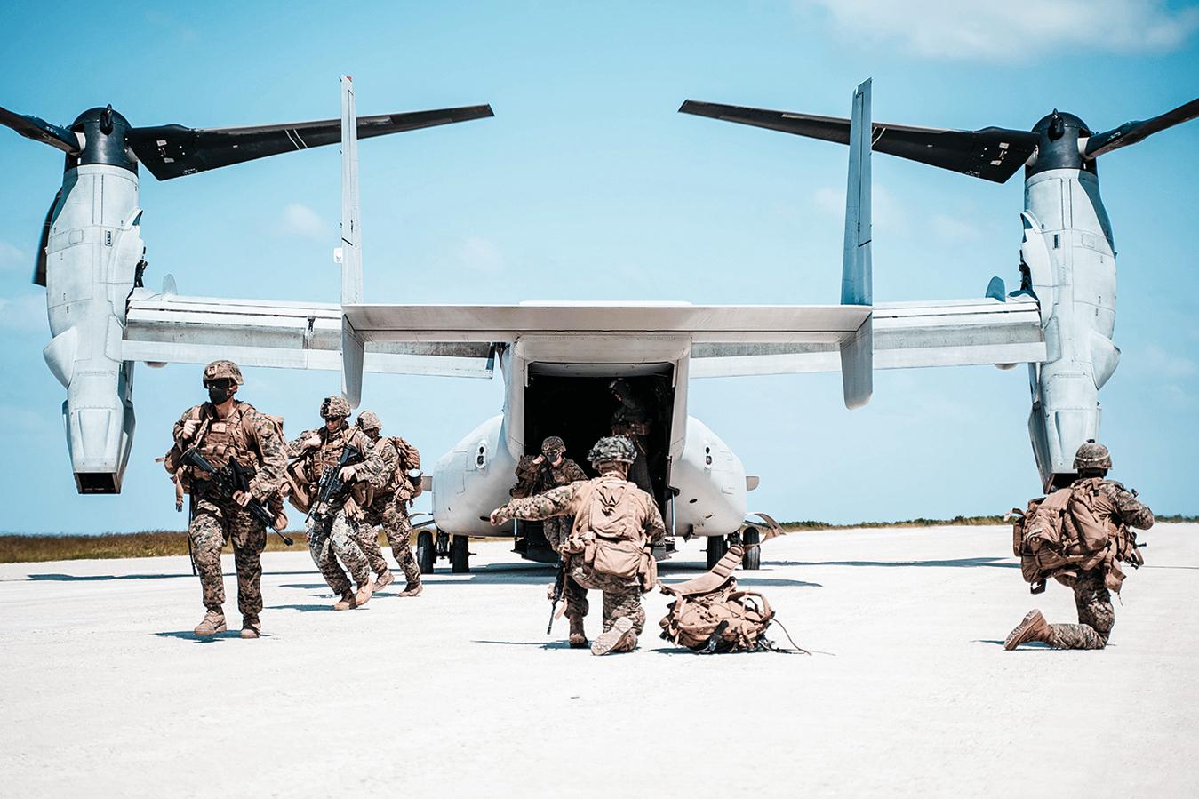 2020年10月7日,美國海軍陸戰隊在日本沖繩島一帶展開「貴族之怒」(Noble Fury)登陸演習。(Cpl. Josue Marquez∕美國海軍陸戰隊)