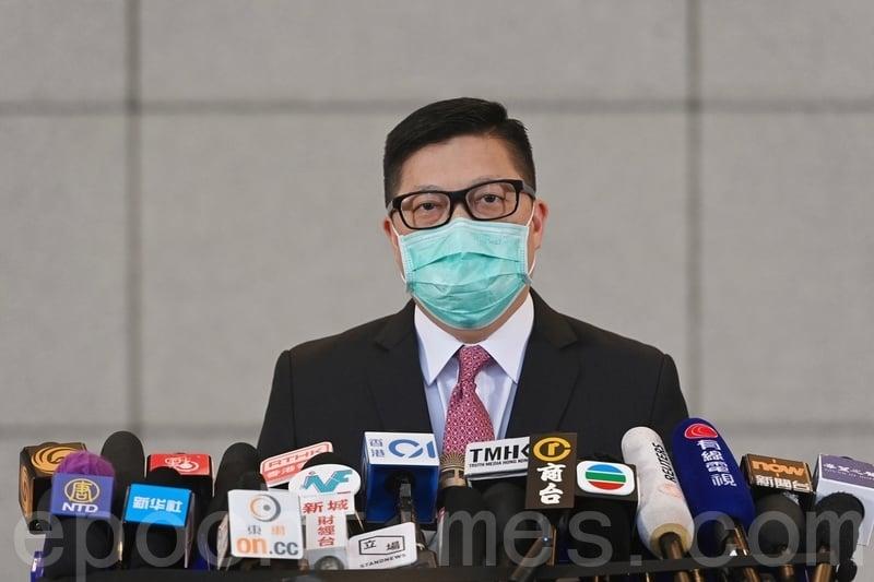 警務處處長鄧炳強昨日回應被九龍城區議會拒絕出席會議。(宋碧龍/大紀元)