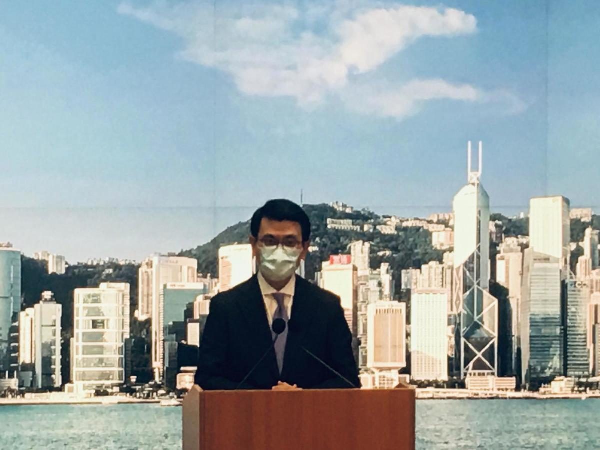 商務及經濟發展局長邱騰華今日(15日)公佈,香港與新加坡已就建立雙邊「航空旅遊氣泡」達成原則上協議。(Ivan/大紀元)