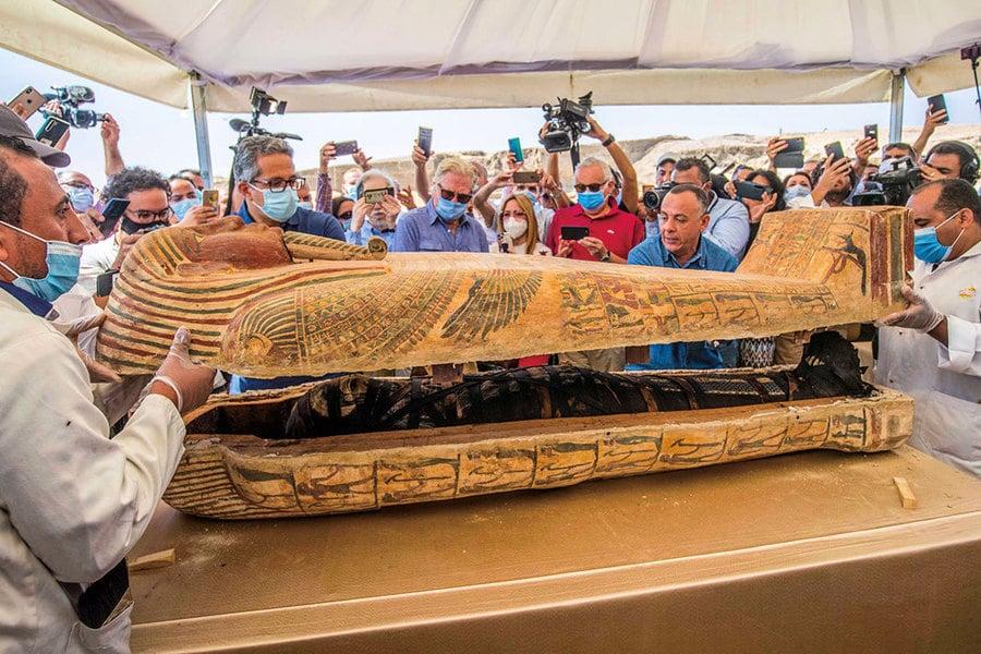 埃及出土石棺 驚現完整木乃伊