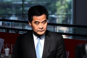 梁振英聲稱起底教師可保護青少年 評論:暴露中共騙術