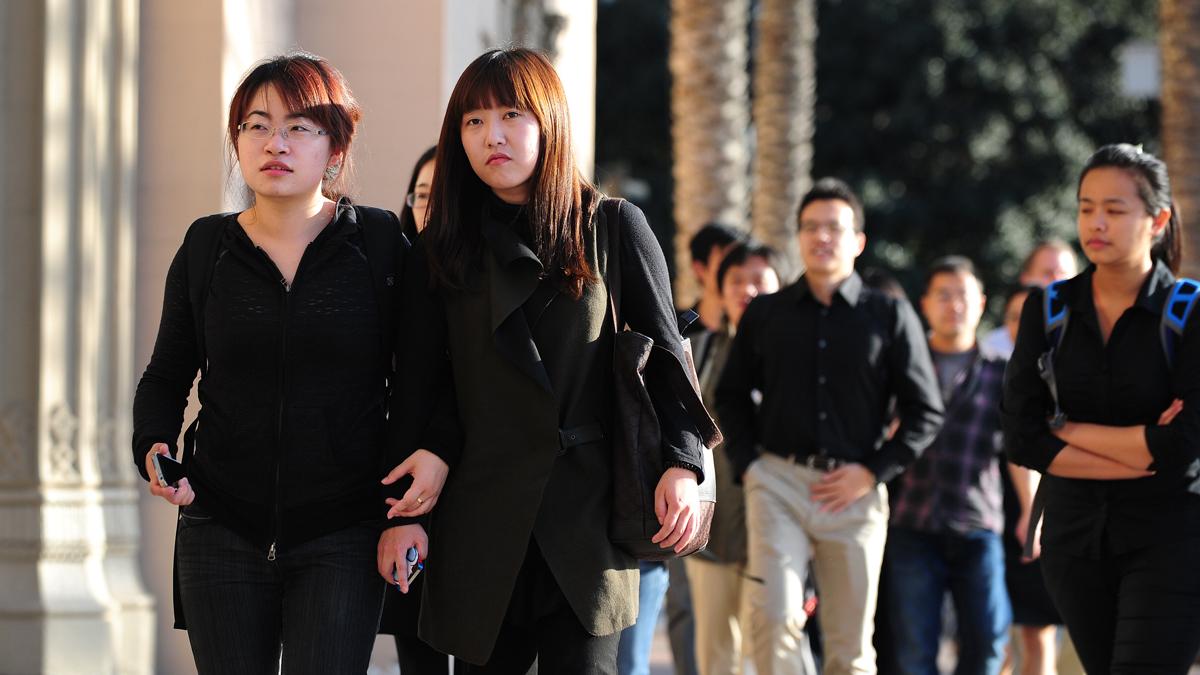 避免尖端技術通過國際學生洩露,各國將加強國際學生和外國研究人員的簽證審查(FREDERIC J. BROWN/AFP via Getty Images)