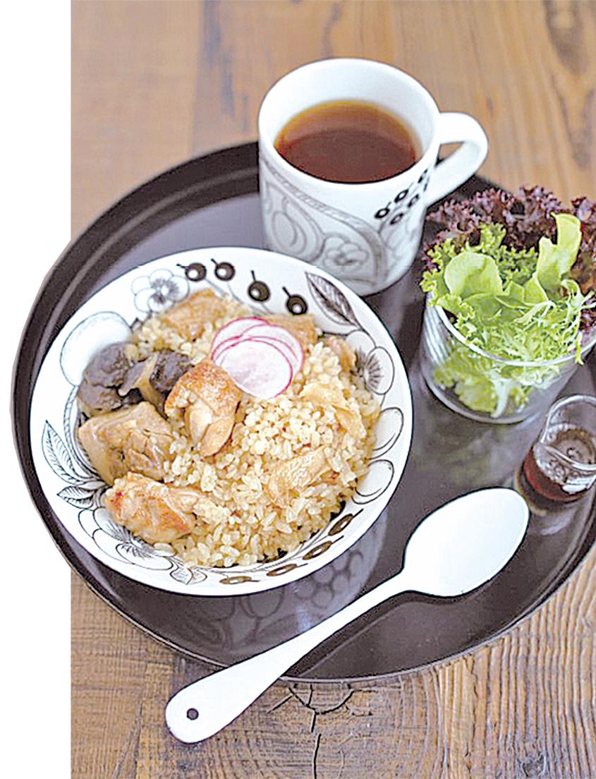 電子鍋料理 麻油雞菇菇