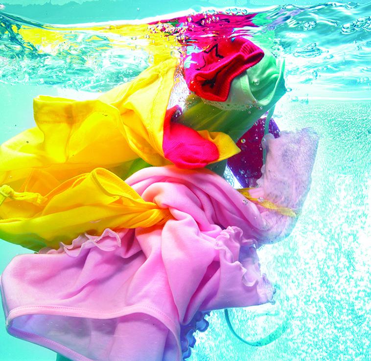 不同材質的衣服適合用不同的水溫洗滌。(shutterstock)