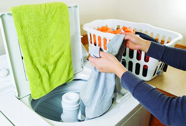 有攪拌棒的洗衣機可能比較便宜,但對衣料的保護略差一些。(Fotolia)