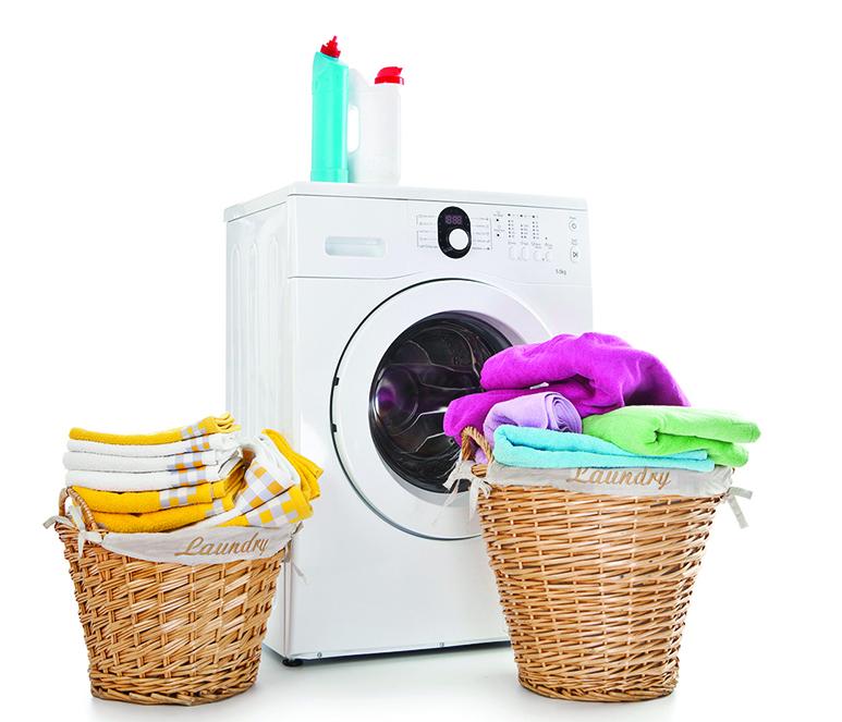 滾筒式洗衣機最節能,用水量也最少。(Fotolia)