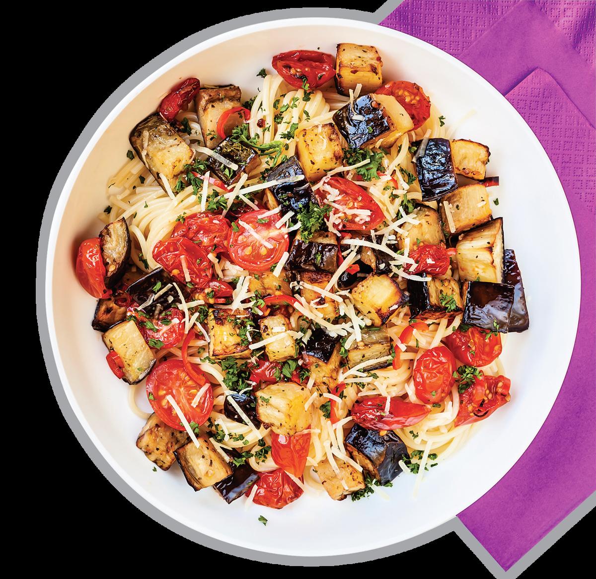 茄子烤過後可以搭配其它食材做成意粉的配料。