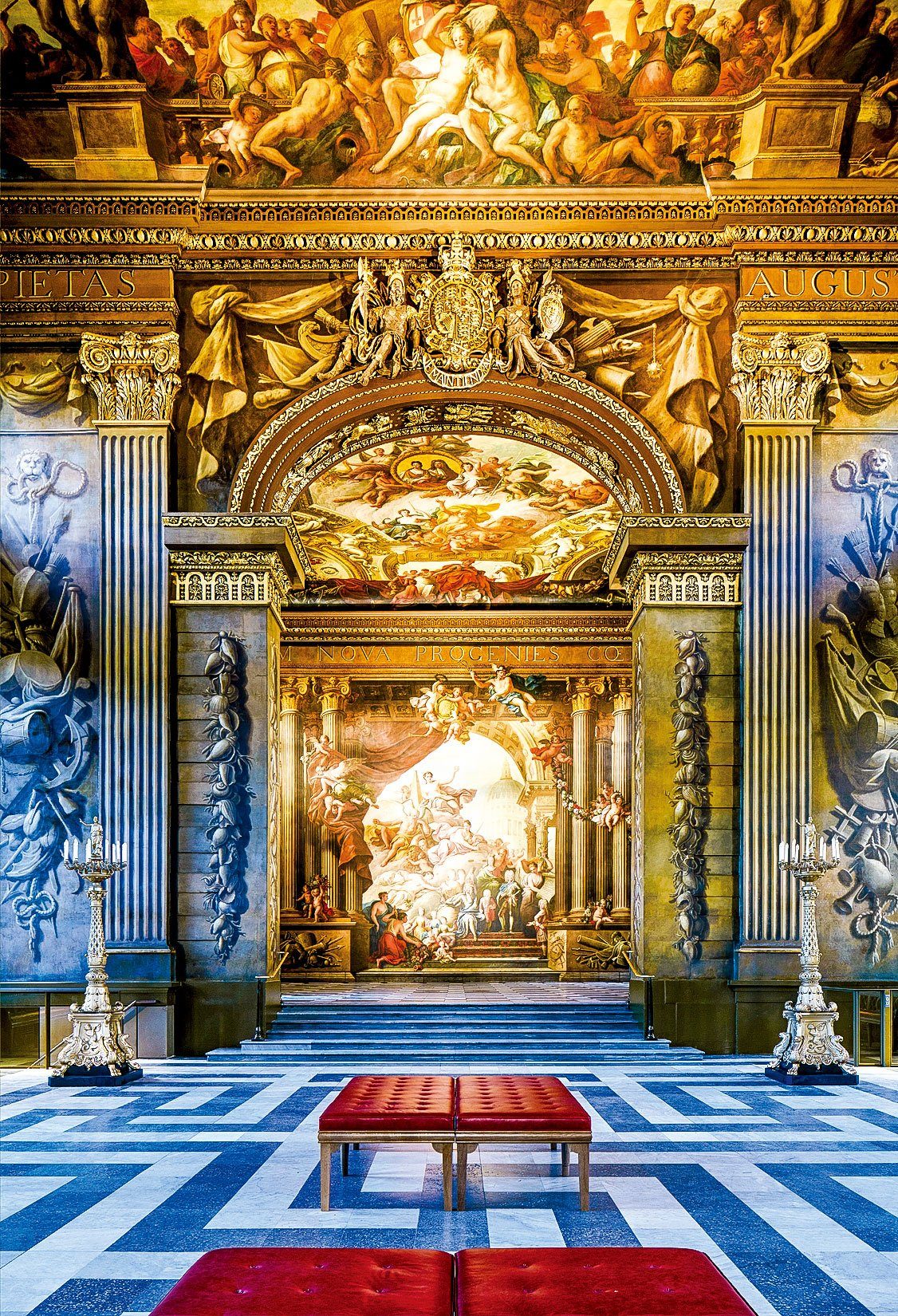 連接彩繪畫廳上廳和下廳的拱門。在拱門的天花板上有星座的寓言符號,是海軍航海時所依據的星座形狀。(圖片來源/Old Royal Naval College提供)