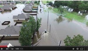 美路州大洪水四死 二萬多人獲救萬人住收容所