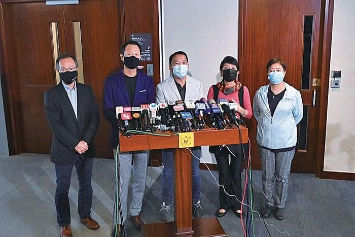 民主派立法會議員批評,林鄭政府破壞了香港的法治、自由,令香港喪失軟件優勢,斥責林鄭香港與深圳「強強聯手」的說法自欺欺人。(宋碧龍/大紀元)