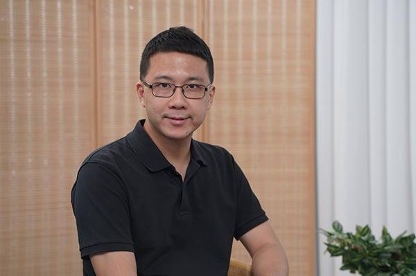 前銀行法規部調查主任、民主黨區議員盧俊宇。(大紀元資料室)