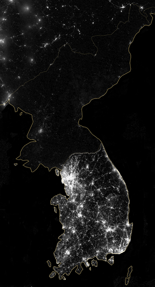 2012年美國太空總署拍攝的夜晚中的朝鮮半島。(NASA,公有領域)