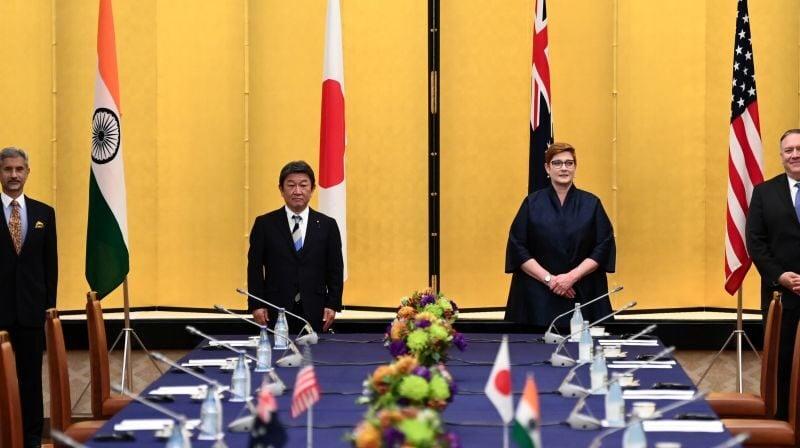 10月6日,(從右至左)美國國務卿蓬佩奧、澳洲外交部部長潘恩、日本外相茂木敏充、印度外交部部長蘇傑生在東京的日本外務省飯倉公館舉行四方安全對話(Quad)。( CHARLY TRIBALLEAU/POOL/AFP via Getty Images)