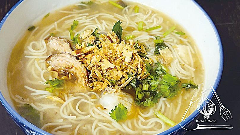 台灣滷大腸蚵仔麵線。
