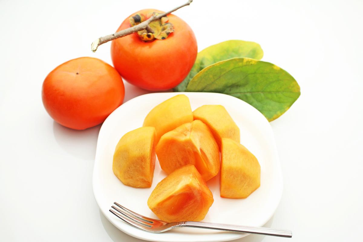 柿子除了營養豐富又可口之外,其營養價值很高,其果肉、 葉子、 蒂與柿霜也都能入藥,各有不同的療效。(Fotolia)
