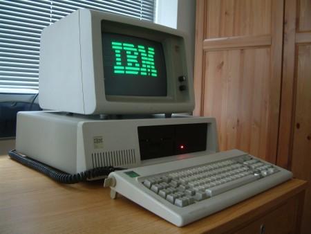 1983年3月出廠的IBM計算機。(By Ruben de Rijcke – 維基百科)