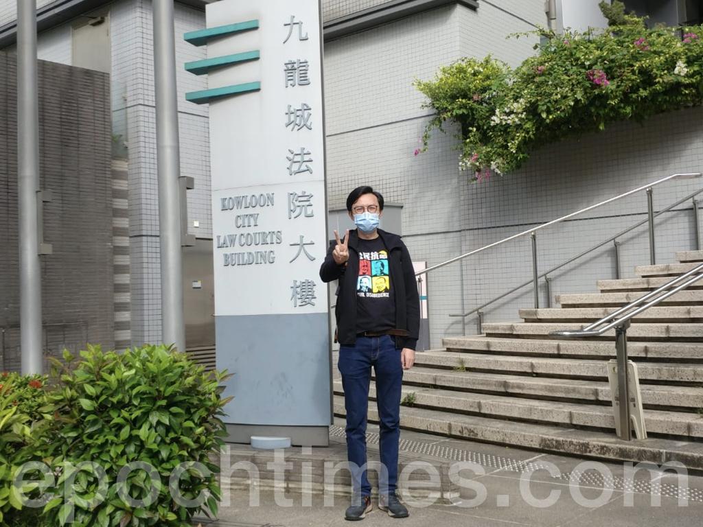 香港社民連秘書長吳文遠5月在黃埔街站進行宣傳時,被警察指揚聲器聲浪過大,吳文遠據理力爭,仍被以違反《噪音管制條例》遭到票控,案件今日(10月23日)在九龍城裁判法院提堂,吳文遠希望法官終止聆訊該案。(Wendy/大紀元)