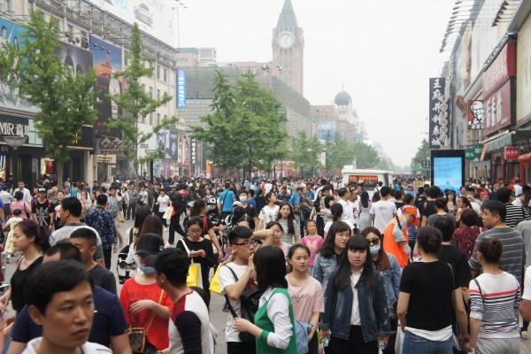 從2000年到2015年,北京常住外來人口年均增速為8.1%,遠遠超過戶籍人口年均1.3%的增速。圖為北京王府井。(大紀元資料室)