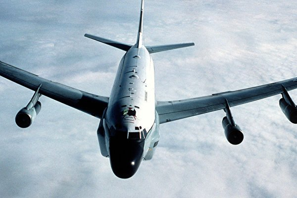 美太平洋空軍司令部軍官證實,RC-135W電子偵察機10月21日飛越台灣北部。但該空軍公共事務部主管23日說消息錯誤。分析認為,美軍機頻繁偵查中國沿海是遏制中共。圖為RC-135U電偵機。(Getty Images)