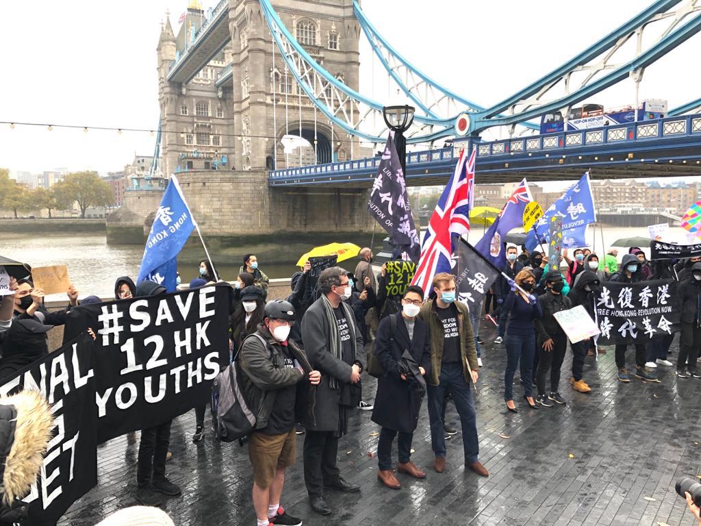 倫敦集會呼籲國際社會關注12名被中共秘密關押的香港人,並不斷向中共施加壓力。(文沁攝/大紀元)