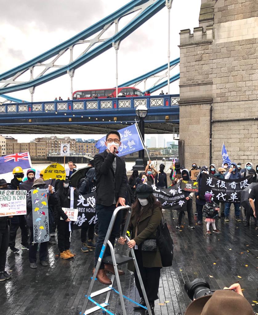 羅冠聰在集會上發言,呼籲在英港人與當地社群、組織及政府保持聯繫,確保聲音被聽見。(文沁攝/大紀元)